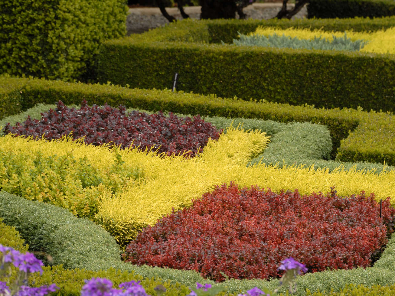 Formal Gardens Perennial Resource
